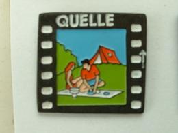 Pin´s QUELLE -  COUPLE EN PIQUE NIQUE - Pin-ups