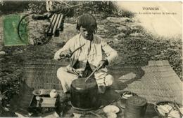 TONKIN Jeune Annamite Battant Le Tam Tam - Vietnam