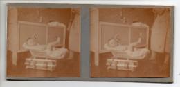 Photo Stéréo - Un Bébé Sur Son Pèse-bébé - Photos Stéréoscopiques