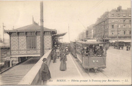 ROUEN PELERINS PRENANT LE TRAMWAY POUR BON SECOURS CPA TRES ANIMEE - Rouen