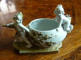 Angelots  Anciens Récipient Numéroté - Ceramics & Pottery