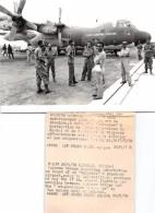 """Cliché De Presse - La Force Aérienne ZAÏROISE Devant L'Avion """" HERCULES """" Sur L'Aeroport De KINSHASA - Voir Description - Kinshasa - Léopoldville"""