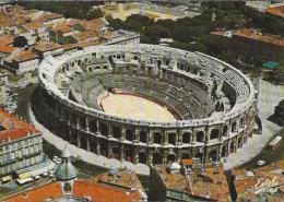 FR.- Nimes. En Pays Romain.. Vue Aérienne Des Arénes, Amphithéatre Romain,  1973. - 2 Scans. - Stadions