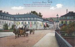 Cp ALLEMAGNE ZWEIBRUKEN Herzogsplatz Mit Bismarck Denkmal Und Brucke Die Ersien Turkischen Fahnen In ( Attelage ) - Zweibruecken
