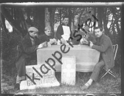 Négatif Photo Sur Plaque De Verre - Hopital Sanitaire Du Bequet 1926 Joueurs De Manille - Glasdias