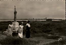 13 - SAINTES-MARIES-DE-LA-MER - Arlésiennes - Saintes Maries De La Mer