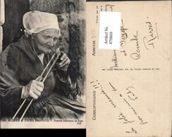 479869,Scenes & Types Bretons Femme Allumani Sa Pipe Alte Frau Rauchen Volkstypen Eur - Europe
