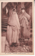 ALG061 - CPA - ALGER  FEMMES VOILEES - Algérie