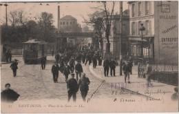 CPA 93 SAINT DENIS  Tramway Devant L' Hôtel De La Marine Sortie Des Ouvriers De L'Usine - Saint Denis