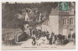 53 MAYENNE - LA PALLU Une Rue, Un Jour De Fête - France