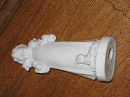 Très Jolie Statuette En Porcelaine Blanche  De La Firme TECO à Boix De Breux - Religion - Enfant Et Agneaux  ( Liège) - Ceramics & Pottery