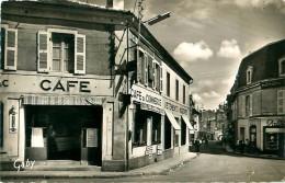 Cpsm LUCON 85 Place Richelieu Et Rue Georges Clémenceau - Café Du Commerce - Lucon