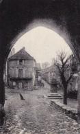 12.SALLES-CURAN . CARTE RARE. PORTE NOTRE DAME . ANNÉE 1952. - Other Municipalities