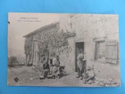 Scène Du Centre -530 -  La Soupe Du Matin. - Farmers