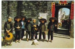 Hong Kong China, Kathing Walled City, Women Stand Outside Gate, Fashion, C1970s/80s Vintage Postcard - China (Hong Kong)