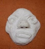 ANCIEN SCULPTURE PLATRE DROLE DE TETE SATANIQUE SIGNE MATISS AU DOS - Sculptures
