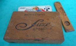 """Ancienne Boîte Publicitaire En Bois """"SUZE"""" Apéritif, Pour Jeux De Cartes. Avec Jeu De Carte Ancien Complet Longueur Ouve - Boîtes"""