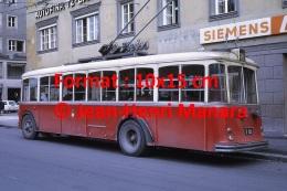 Photographie D´un Ancien Trolley Bus à Innsbruck En Autriche En 1970 - Repro's