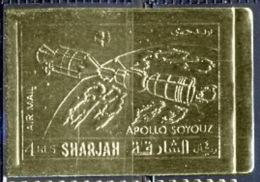 309 / - SHARJAH - N° 1066B  Espace (space)  APOLLO SOYOUZ Timbres OR (gold) Non Dentelé (imperf) Lollini 6000 Sha 2a - Asia