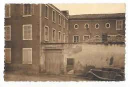 BILLOM  (cpa 63)  Institution Saint-Joseph -  RARE -  Dentlée - Vieille Voiture -  -- L 1 - Andere Gemeenten