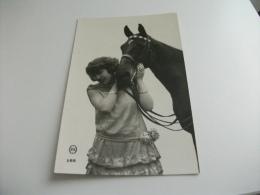 DONNA CON CAVALLO PRIMO PIANO FOTOGRAFICO - Pferde