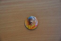 REF Y2  : Badge Ancien Epok 1980 Punk Pop Hard Rock Pin's Franck Zappa - Musique