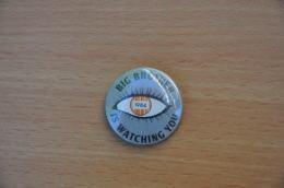 REF Y2  : Badge Ancien Epok 1980 Punk Pop Hard Rock Pin's Big Brother 1984 - Musique
