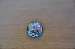 REF Y3  : Badge Ancien Epok 1980 Punk Pop Hard Rock Pin's DEF LEPPARD - Musik