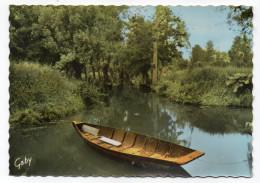 Marais Poitevin--LA VENISE VERTE--Une Conche (barque,bateau Plat) Cpsm 15 X 10  N° 15 éd  Artaud- - Sonstige Gemeinden