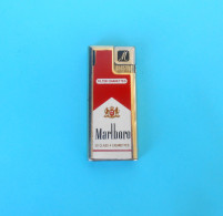 MARLBORO .... 20 Class A Cigarettes ... Vintage Gas Lighter * Old Essence Plus Légère Alte Benzinfeuerzeug Gasoline - Feuerzeuge