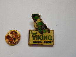Beau Pin´s , Matériel , Outillage  , Tondeuse Viking Groupe Stihl - Pin's