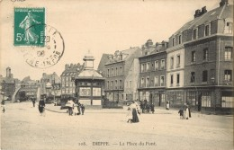 76 DIEPPE ( CARTE INEDITE !! ) LA PLACE DU PONT ( DEVANTURE CAFE  - ANIMEE ) - Dieppe