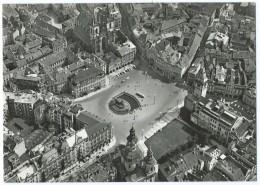 PRAGUE (Tchéquie) - Place De La Vieille-Ville - Vue Aérienne - Animée - CPSM N&B Non écrite - Scan Recto-verso - República Checa