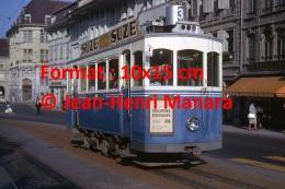 Reproduction D'une Photographie D'un Ancien Tramway Ligne 3 à Fribourg En Suisse Avec Publicité Suze En 1964 - Reproductions
