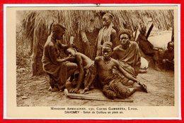 AFRIQUE --  DAHOMEY -- Salon De Coiffureen Plein Air - Dahomey