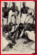 AFRIQUE --  SOMALIE - Jouant Aux Dames - Somalia
