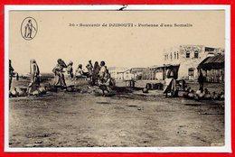 AFRIQUE --  SOMALIE - DJIBOUTI -- Porteuse D'eau - Somalia