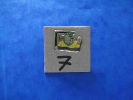 PIN´S - HYON ( Mons ) Mini Foot Inter  Hyon  - Voir Photo ( 7 ) - Villes