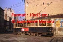 Reproduction D'une Photographie D'un Ancien Tramway à Marseille Avec Publicités Floraline Et Clarville De 1964 - Reproductions