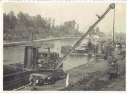 MOL - FOTOKAART Juni 1945 (23 X 17 Cm) - Loading Lignite Op Boat - Stoomkraan - Chargement De Lignite - Grue à Vapeur - Mol