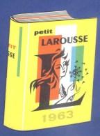"""DICTIONNAIRE - """"PETIT LAROUSSE"""" - PETIT CALENDRIER - PUBLICITE - 1963 -  (7 X 9 Cm). - Calendriers"""