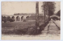 MIRECOURT VIADUC ET LA ROUTE DE NEUFCHATEAU   TRAIN DE VOYAGEURS SUR LE VIADUC - Mirecourt