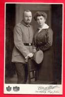 Photo Cartonnée. Soldat Allemand Et Son épouse. Atelier Albert Meyer, Hofphotograph, Hannover - Guerre, Militaire
