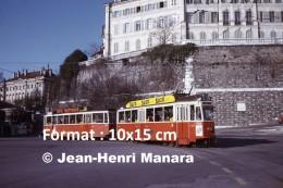 Photographie D´un Ancien Tramway à Genève En Suisse Avec Publicités Suze Et Tapis Truttmann En 1975 - Repro's