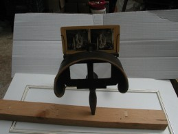 Steréoscope Dit De Holmes Pour  Visionnage  Photos  Stéréoscopiques  Avant  1900 (  Acajou  Massif Garni Velours ) - Stereoscopi