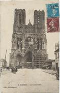 51 Reims - La Cathédrale Animée Avec échafaudage Edit A La Régence N°2 - Reims