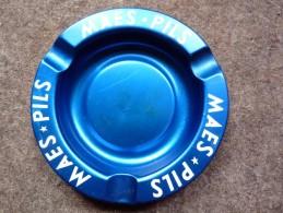 BRASSERIE - CENDRIER  --  MAES-PILS --    Bleu, Rond, Diamètre 12,5 Cm,  Métal - Cendriers