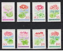 1968 - Geraniums Divers Mi No 2686/2693 Et Y&T No 2389/2396 MNH - 1948-.... Republics