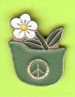 Pin Fleur Casque Militaire - 9K12 - Pin's