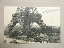 PARIS - La Première Plate Forme De La Tour Eiffel Et Les Nouveaux Jardins Au Champ De Mars - Tour Eiffel